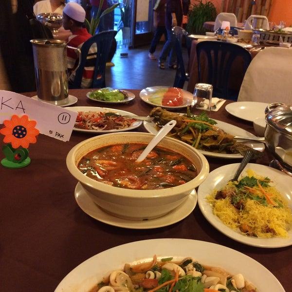 Photo taken at Horizon Garden Restaurant by Sha Kimin on 7/14/2015