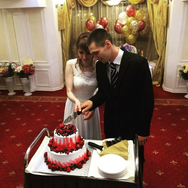 Отличное место для проведения банкетов, свадеб. Отличное обслуживание и оформление интерьера. 10 баллов!