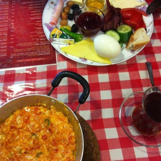 12/6/2012 tarihinde Mustafa C.ziyaretçi tarafından Café Faruk'de çekilen fotoğraf