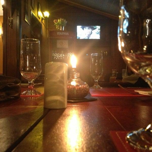 Foto tirada no(a) Rostie Restaurant por Don R. em 2/15/2013