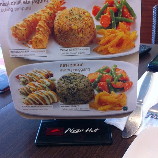 Photo taken at Pizza Hut by Paramitha A. on 4/26/2014