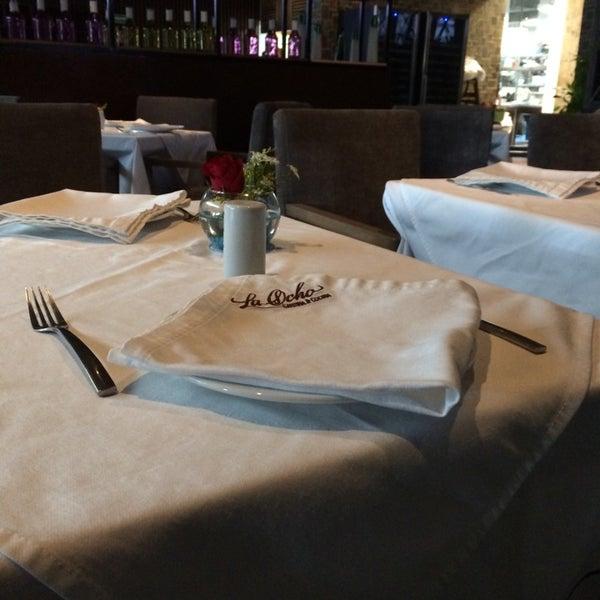 Снимок сделан в La Ocho Restaurante пользователем Jabv B. 5/17/2014
