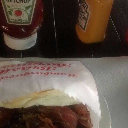 Foto tirada no(a) Brasil Burger por Felipe A. em 1/29/2014