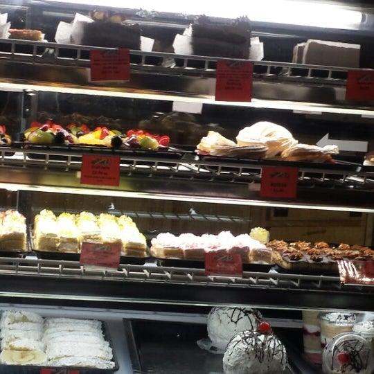 2/8/2014 tarihinde Alin N.ziyaretçi tarafından Argentina Bakery'de çekilen fotoğraf