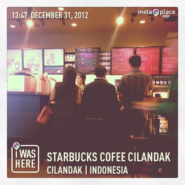 Photo taken at Starbucks by Dolly A. on 12/31/2012