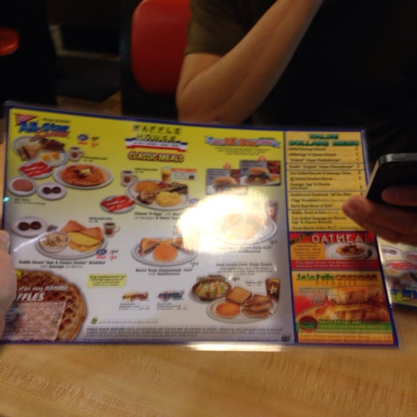 Photo taken at Waffle House by C.Y. L. on 9/27/2013