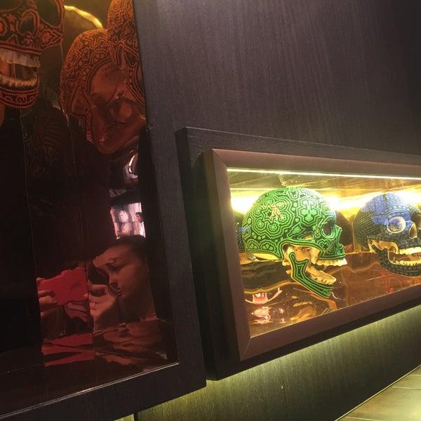 Мексиканский ресторан с интересным интерьером!)вкусно и остро🔥🌶 бурритос на высоте)А вот мексиканский кофе не советую , если только Вам нравится смесь сладкого и острого😬❌🚫