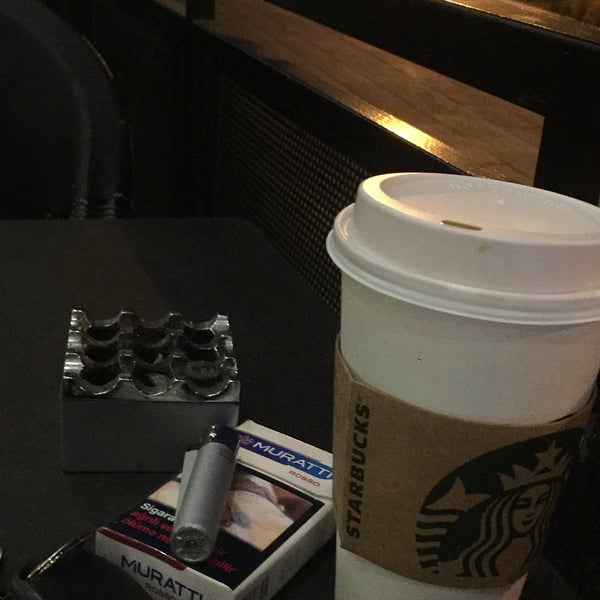 Снимок сделан в Starbucks пользователем Haydar I. 8/14/2018