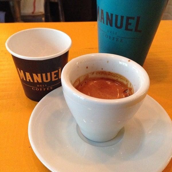 3/8/2014 tarihinde Guru Kafa @gurukafa i.ziyaretçi tarafından Manuel Deli & Coffee'de çekilen fotoğraf