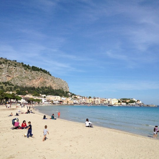 Where's Good? Holiday and vacation recommendations for Palermo, Italia. What's good to see, when's good to go and how's best to get there.