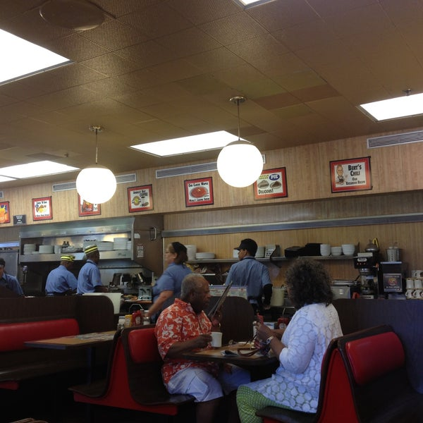 Photo taken at Waffle House by Mathilde C. on 5/14/2013