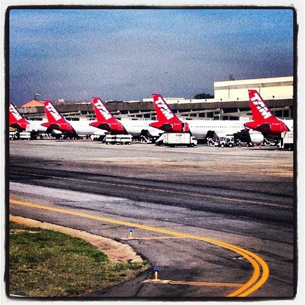 Снимок сделан в Международный аэропорт Конгоньяс/Сан-Паулу (CGH) пользователем Claudia T. 7/10/2013