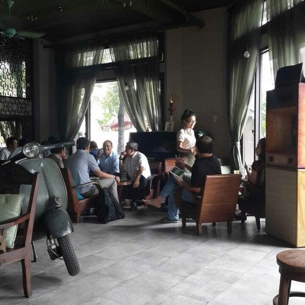 Photo taken at Lộc Vừng Café by Tiendat D. on 7/22/2014