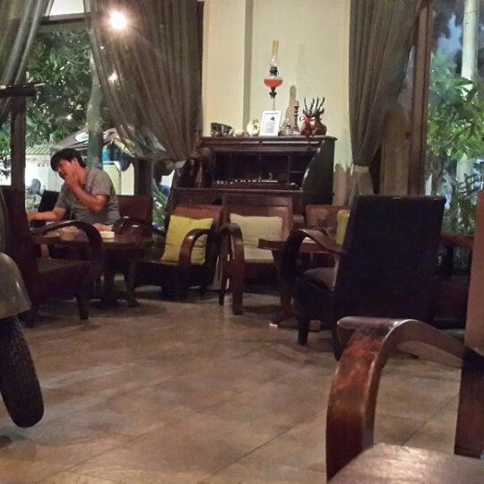 Photo taken at Lộc Vừng Café by Tiendat D. on 6/2/2014