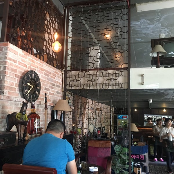 Photo taken at Lộc Vừng Café by Tiendat D. on 6/19/2017