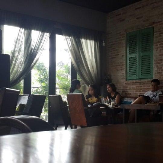 Photo taken at Lộc Vừng Café by Tiendat D. on 6/21/2014