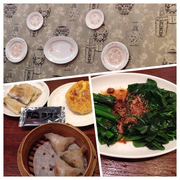 Photo taken at Luk Yu Tea House 陸羽茶樓 by Cynthia Z. on 9/11/2014
