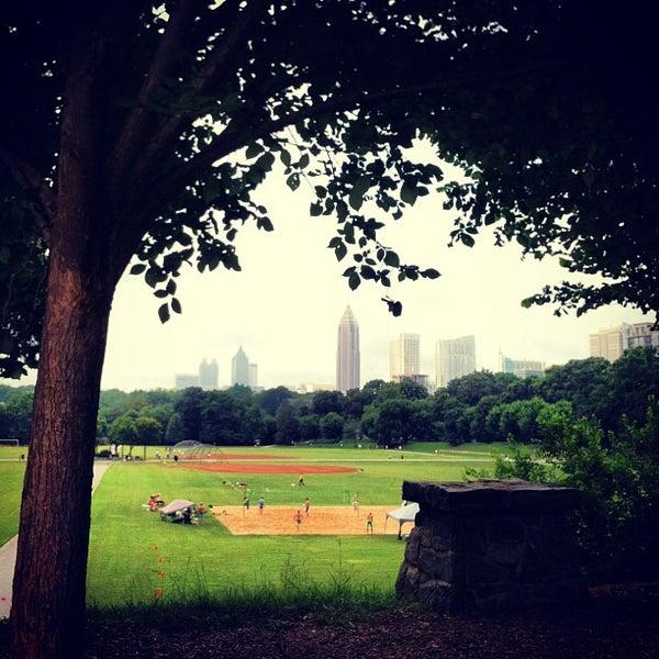 รูปภาพถ่ายที่ Piedmont Park โดย Kim D. เมื่อ 6/29/2013