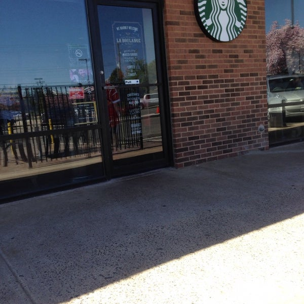 Photo taken at Starbucks by June E. on 4/27/2014