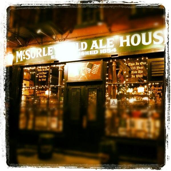 Photo prise au McSorley's Old Ale House par Khee L. le12/15/2012