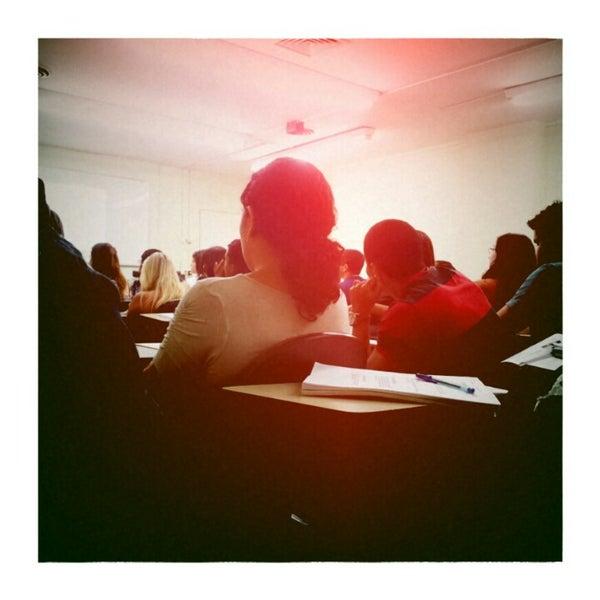 Foto tirada no(a) Academia do Concurso por Drigo M. em 11/24/2012