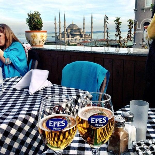 4/12/2013 tarihinde Marcos L.ziyaretçi tarafından Cozy Bar&Restaurant'de çekilen fotoğraf