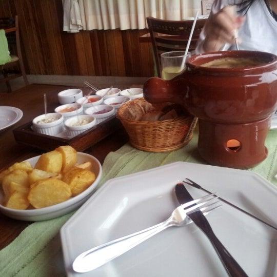 Foto tirada no(a) Restaurante Mont Vert por Marcos M. em 12/19/2012
