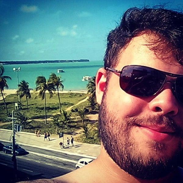 Foto tirada no(a) Atlântico Praia Hotel por Arthur S. em 11/18/2014