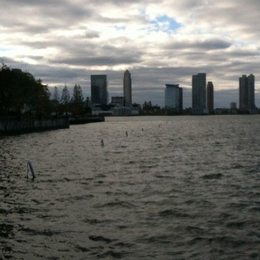 Das Foto wurde bei Hudson River Park von Jill F. am 11/4/2012 aufgenommen