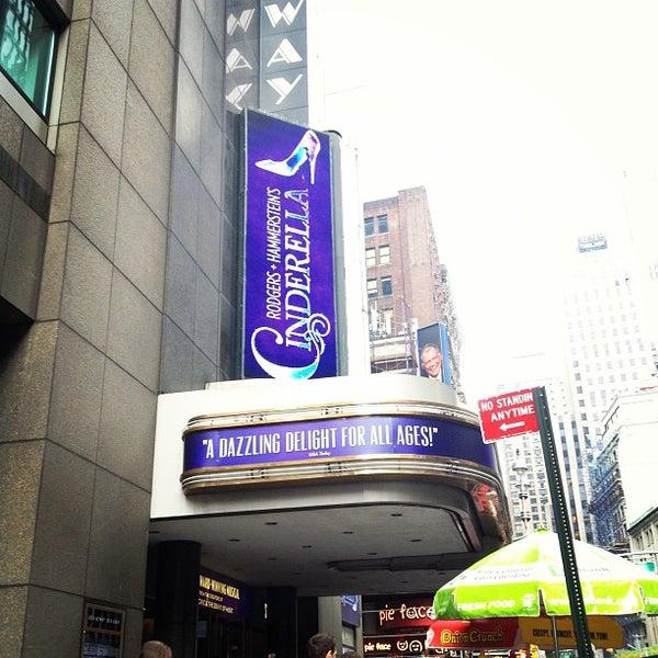 7/10/2013にmiyokana0716がBroadway Theatreで撮った写真