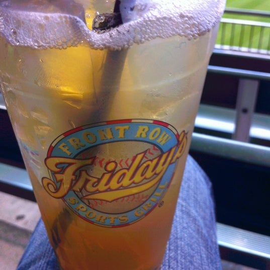 Photo taken at TGI Fridays Front Row Sports Grill by John A. on 9/30/2012
