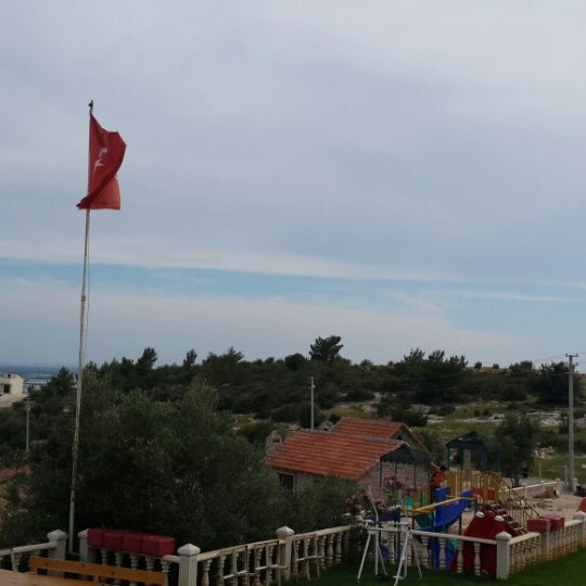 Photo taken at Cennet Koyağı Kahvaltı Evi by Cüneyt Ç. on 5/22/2014