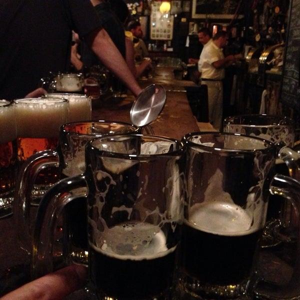 Photo prise au McSorley's Old Ale House par Yam S. le6/16/2013