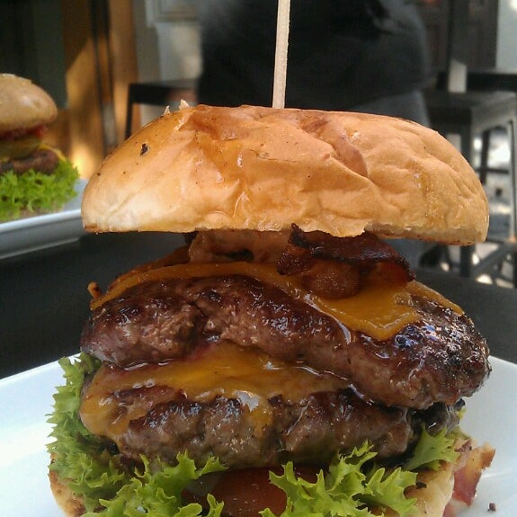 Das Foto wurde bei Holy Burger von M H. am 6/7/2014 aufgenommen