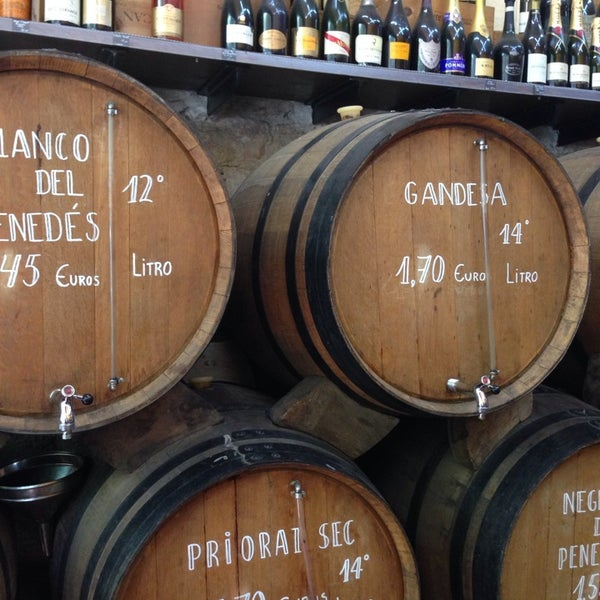 Photo prise au Bodega Vinito par Laura A. le7/30/2014