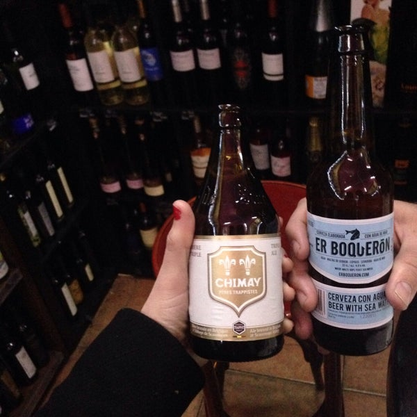 Photo prise au Bodega Vinito par Laura A. le1/28/2015