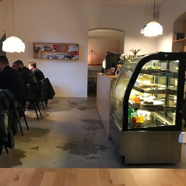 Foto diambil di Mikyna Coffee & Food Point oleh Gregor S. pada 2/3/2018