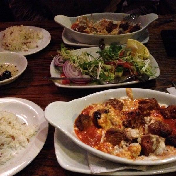 Photo prise au Makara Charcoal Grill & Meze par Samet E. le2/21/2014