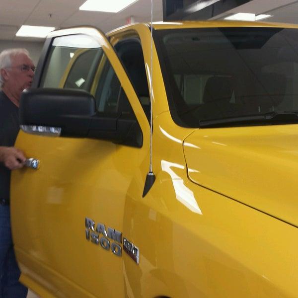 Gladstone Dodge Chrysler Jeep U0026 RAM   Concessionária / Loja De Veículos Em  Kansas City
