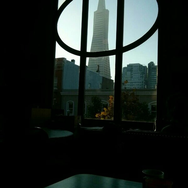 Photo taken at Green Tortoise Hostel by Eliot ♥. on 11/14/2015