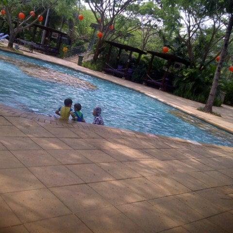 Photo taken at Waterbom Jakarta by Trifina R. on 11/14/2012