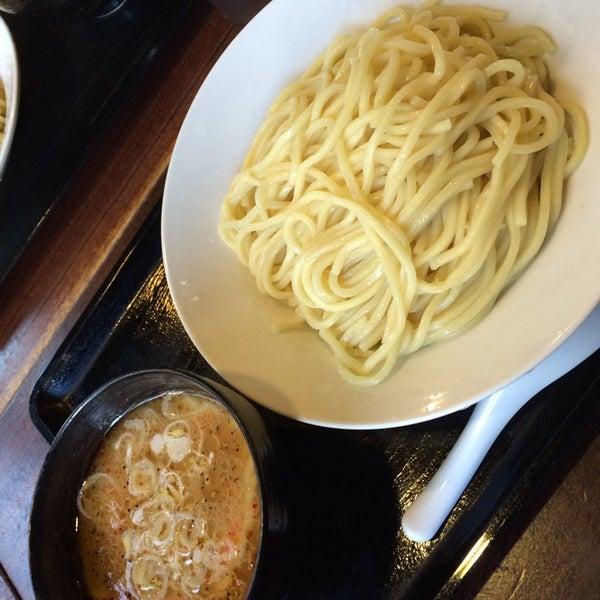 Photo taken at 三ツ矢堂製麺 下北沢店 by 阿部 英. on 5/11/2014