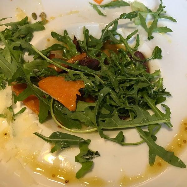 Отличная еда, вежливый персонал. Семга на гриле и салат тыква/руккола просто супер!