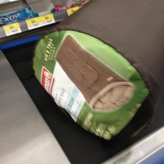 รูปภาพถ่ายที่ Walmart โดย Frozen T. เมื่อ 4/23/2012