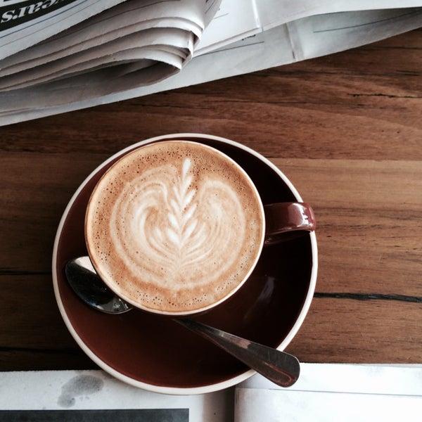 รูปภาพถ่ายที่ Anonymous Café โดย Justin R. เมื่อ 11/5/2014