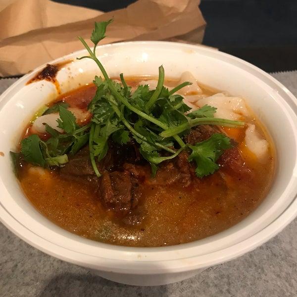 Foto tirada no(a) Xi'an Famous Foods por Van N. em 10/18/2018