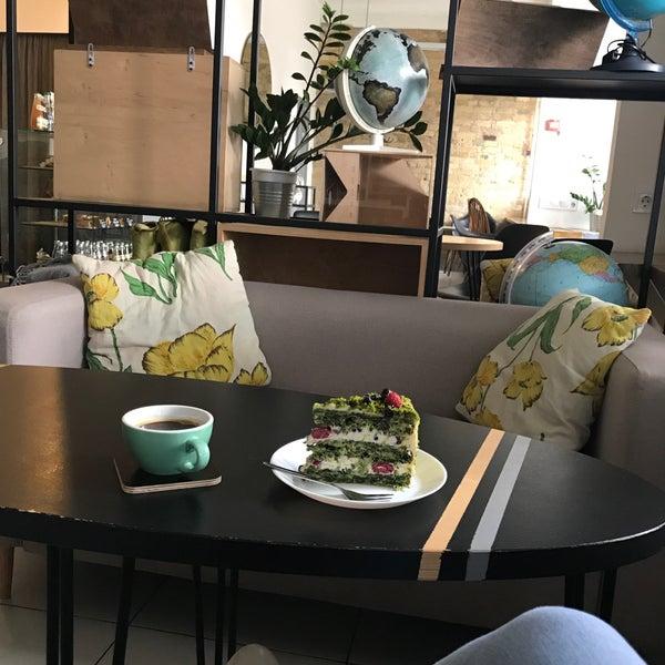 Снимок сделан в First Point Espresso Bar пользователем Tanja 7/16/2017