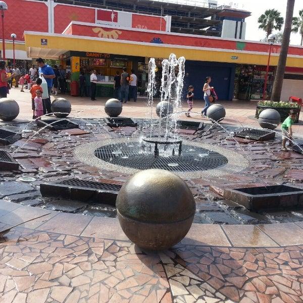 Foto tomada en Plaza del Sol por Alex P. el 4/28/2013
