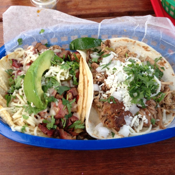 Photo taken at Torchy's Tacos by Javi T. on 4/27/2013
