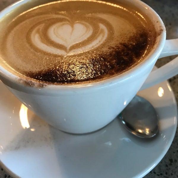 Снимок сделан в The Tram Café пользователем Rosangela S. 1/6/2018